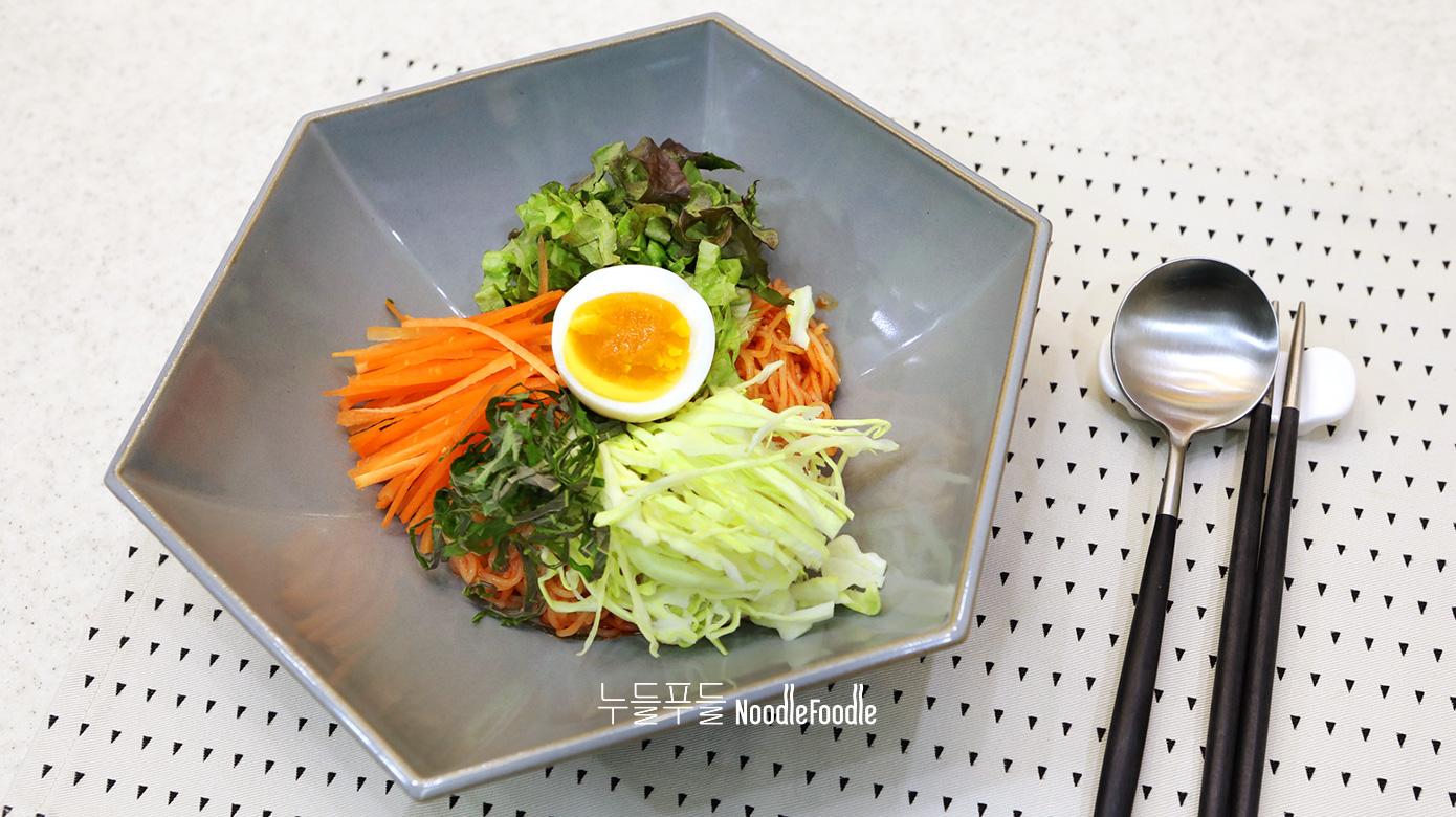 채소 듬뿍 배홍동 비빔면