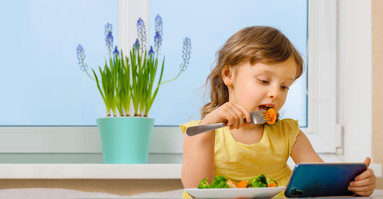 [한영신 교수의 '아이의 기질과 식사'] <br/ >식사 시간에 가만히 있지 않는 아이<br/ >- 에너지와 호기심이 넘쳐요 -
