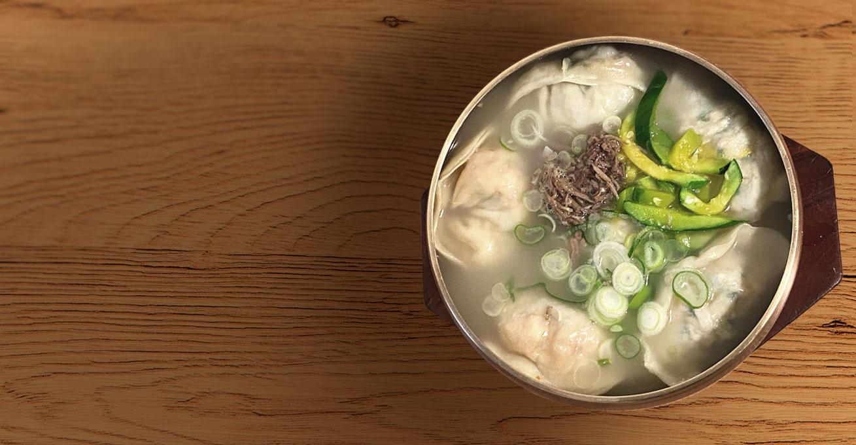 [박정배 작가의 '대한민국 면식기행'] <br/>한국화 된 만두 문화 - 서울의 만둣국